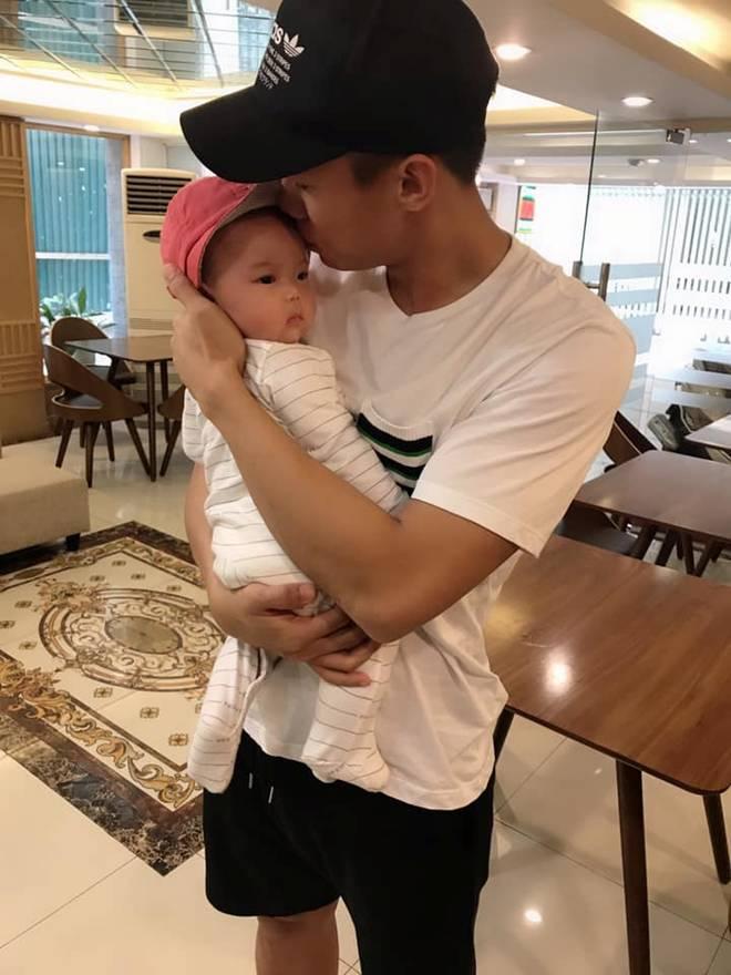 Hoa khôi ĐH Vinh sinh con cho Quế Ngọc Hải, tiết lộ: Giờ bỉm sữa ngày không ai nhắn tin-6