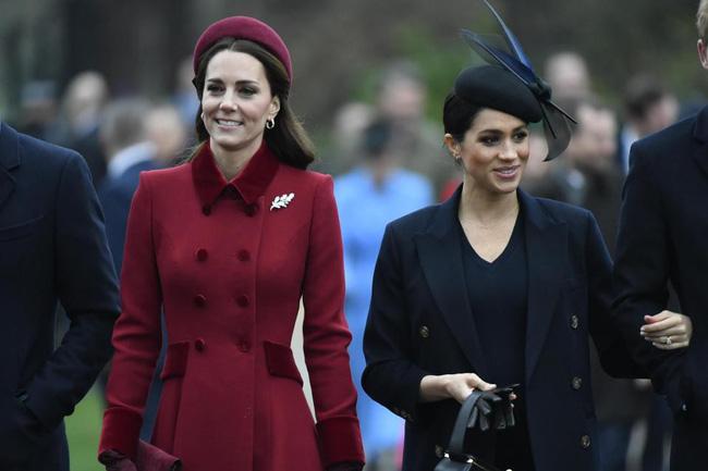 Kate và em dâu Meghan mặt đối mặt dự lễ Giáng Sinh và đây là cách họ trả lời cho tin đồn mâu thuẫn-2
