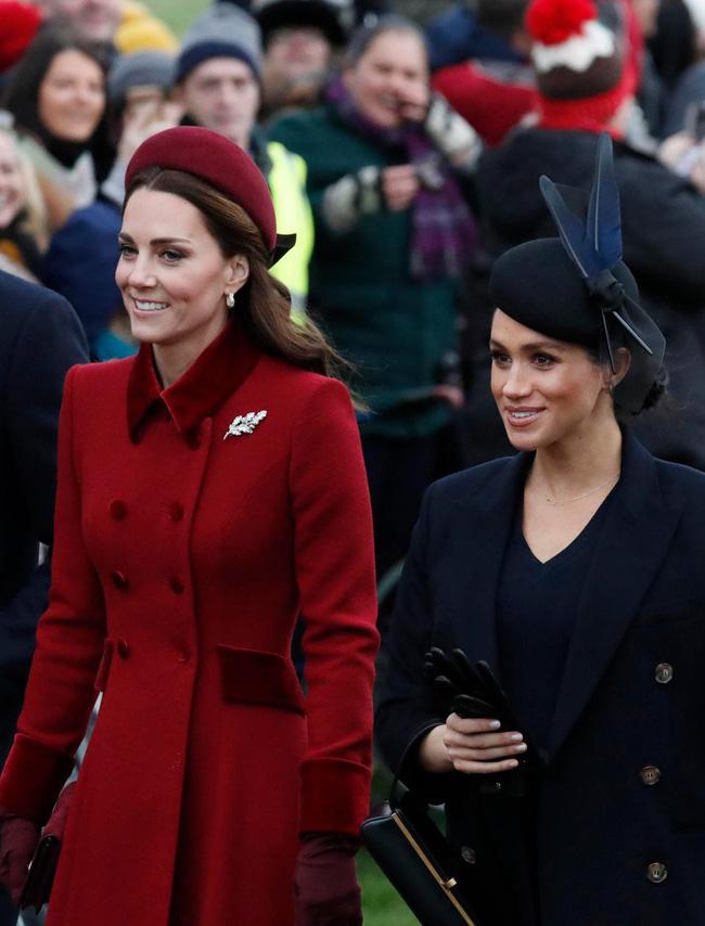 Kate và em dâu Meghan mặt đối mặt dự lễ Giáng Sinh và đây là cách họ trả lời cho tin đồn mâu thuẫn-4
