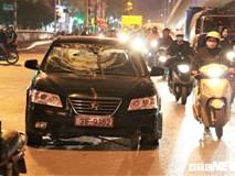 Ảnh: Hiện trường tài xế ô tô say rượu đâm liên tiếp hai bà bầu trên phố Hà Nội