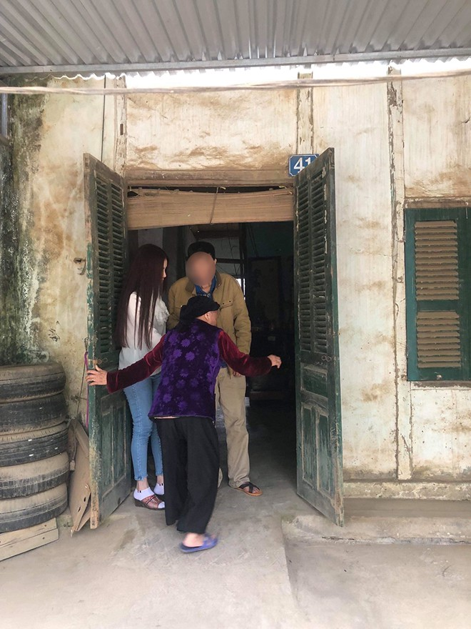 Xôn xao hình ảnh chụp Thư Dung dìu bố ở quê-3