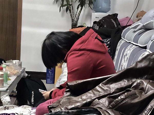 Thiếu nữ 14 tuổi bỏ nhà đi, 6 năm sau người mẹ tìm được con trong tình trạng tâm thần phân liệt và phát hiện sự thật kinh hoàng-1