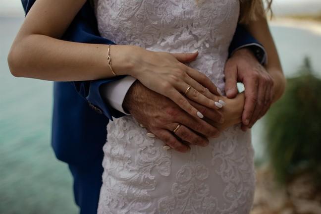 Chưa kịp hãnh diện về phong bì 10 triệu đồng mừng cưới, chồng đã nói sự thật khiến tôi chấm dứt ảo tưởng-1