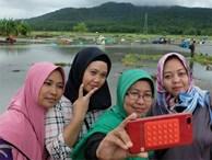Một số người Indonesia trở về vùng sóng thần tàn phá để chụp ảnh tự sướng: 'Cảnh hoang tàn mới được nhiều like'