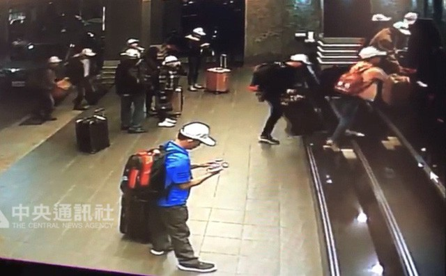 Các nữ du khách Việt ra trình diện do lo sợ, có người thừa nhận đã mất số tiền lớn nhưng vẫn gặp khó khăn-11