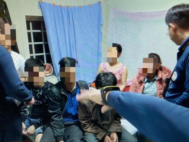 Các nữ du khách Việt ra trình diện do lo sợ, có người thừa nhận đã mất số tiền lớn nhưng vẫn gặp khó khăn-7