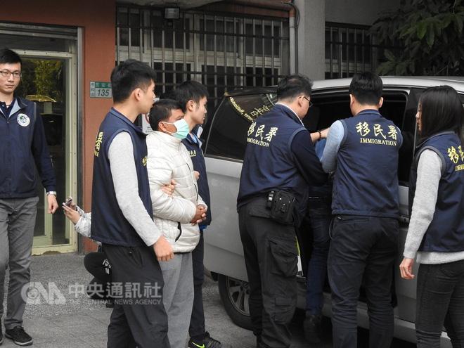 Cảnh sát Đài Loan mai phục bắt người, triệt phá 1 đường dây người Việt lừa đảo người Việt-5