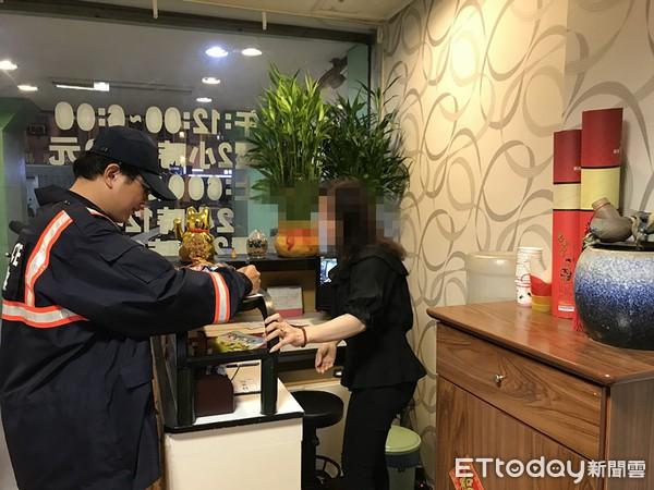 Cảnh sát Đài Loan mai phục bắt người, triệt phá 1 đường dây người Việt lừa đảo người Việt-1