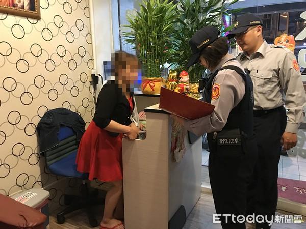 Cảnh sát Đài Loan mai phục bắt người, triệt phá 1 đường dây người Việt lừa đảo người Việt-2