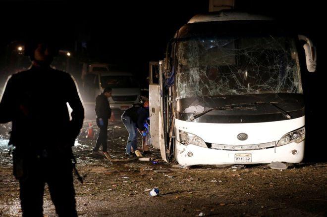 Xe chở du khách Việt Nam bị đánh bom ở Ai Cập, 4 người chết-1