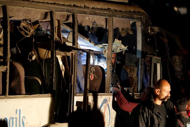 Xe chở du khách Việt Nam bị đánh bom ở Ai Cập, 4 người chết-2