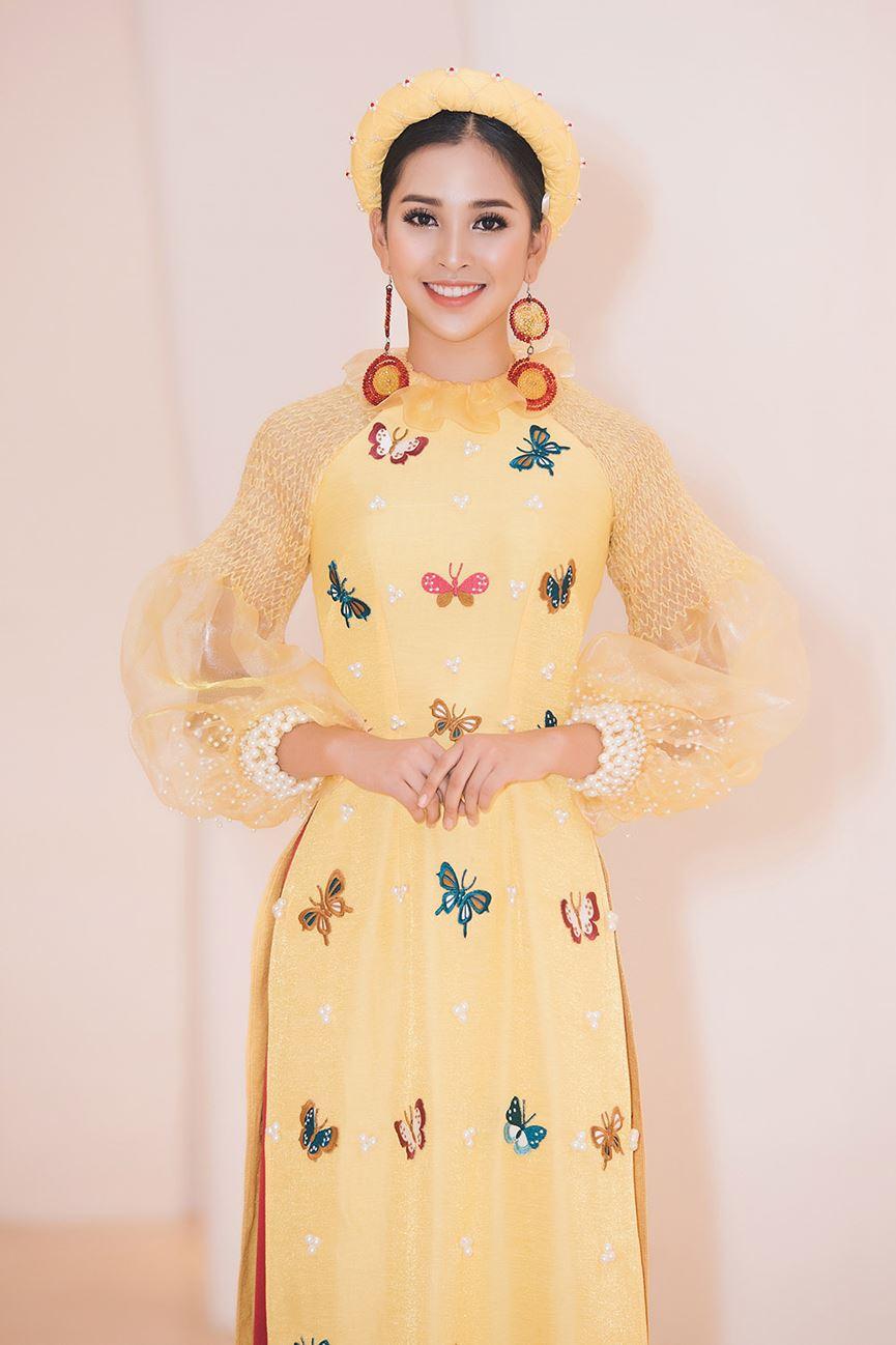 Hoa hậu Tiểu Vy đẹp mơ màng với áo dài, làm vedette sàn catwalk-2