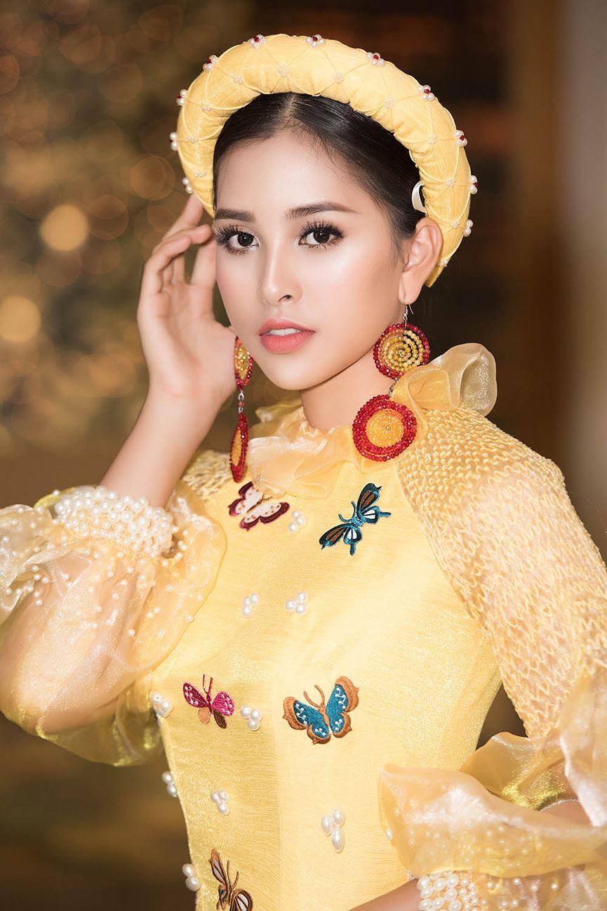 Hoa hậu Tiểu Vy đẹp mơ màng với áo dài, làm vedette sàn catwalk-3
