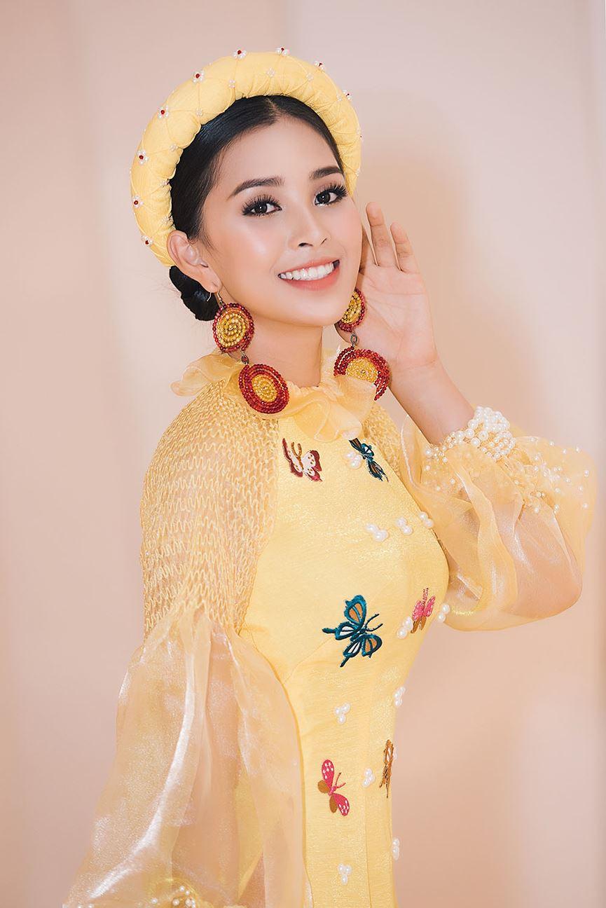 Hoa hậu Tiểu Vy đẹp mơ màng với áo dài, làm vedette sàn catwalk-4
