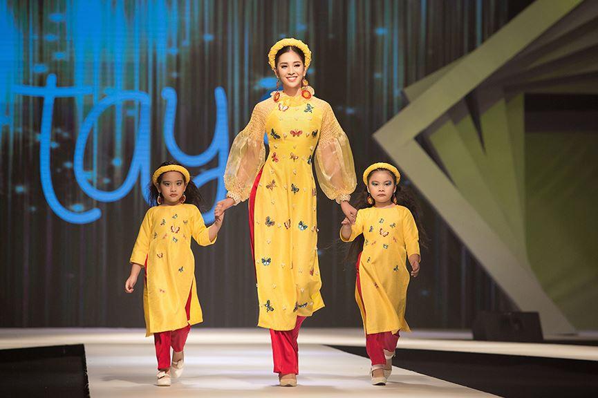 Hoa hậu Tiểu Vy đẹp mơ màng với áo dài, làm vedette sàn catwalk-7