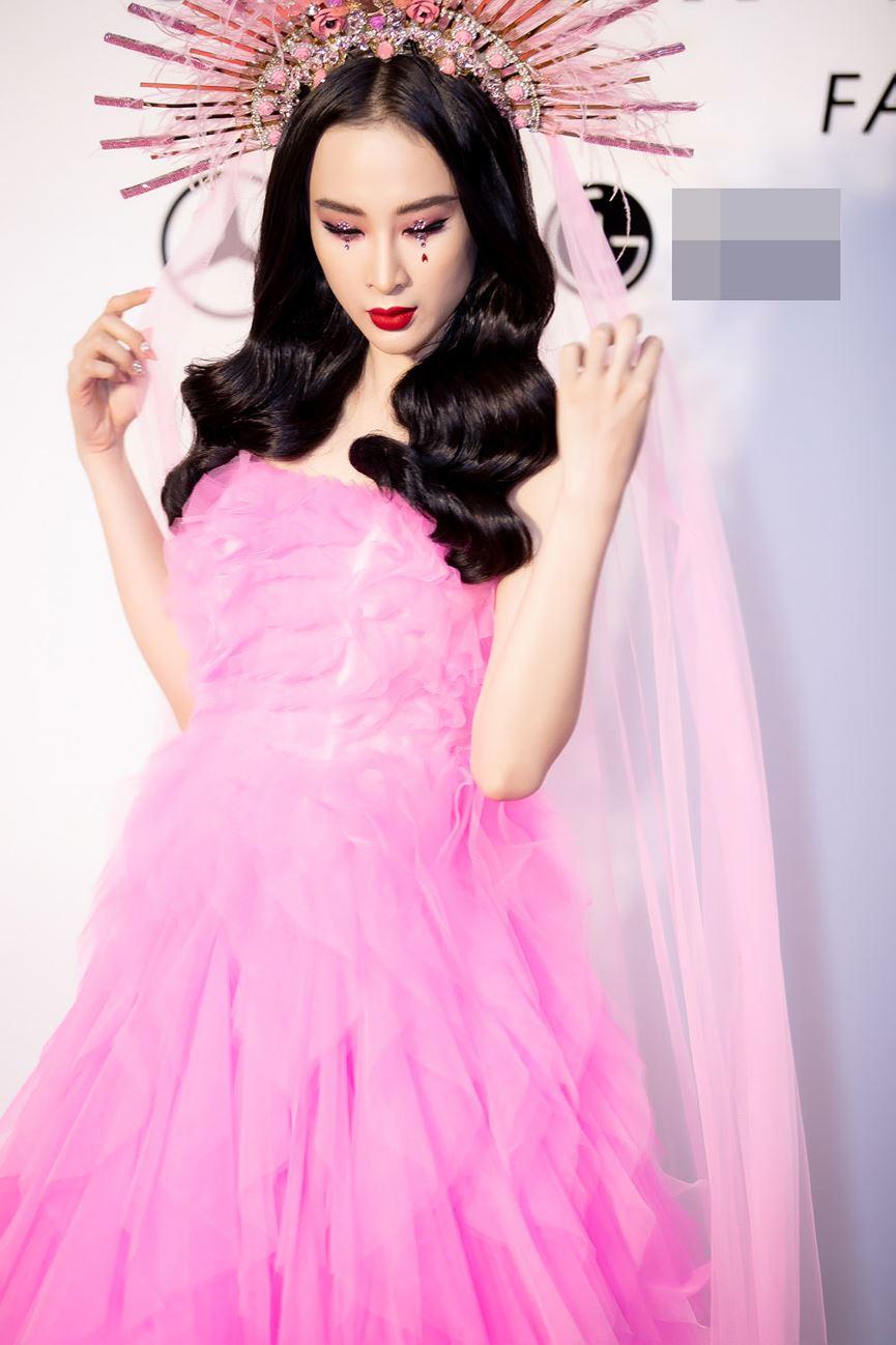 Angela Phương Trinh diện cả cây hồng rực gây náo loạn thảm đỏ-2