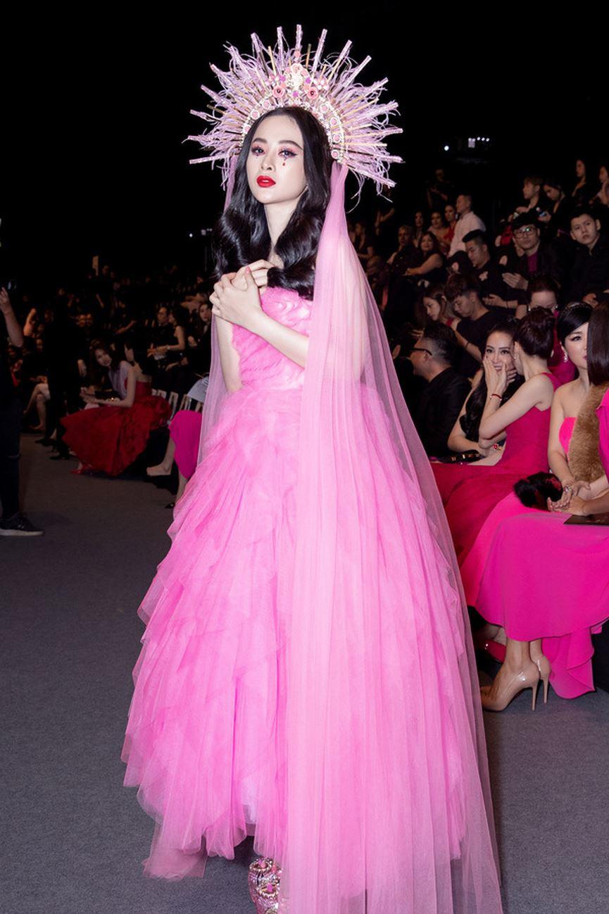 Angela Phương Trinh diện cả cây hồng rực gây náo loạn thảm đỏ-8