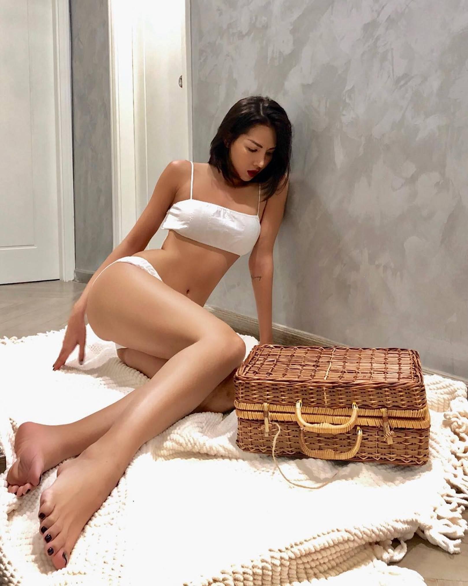 Gu mặc nóng bỏng, nghiện khoe da thịt của bạn thân Hoa hậu Kỳ Duyên-3