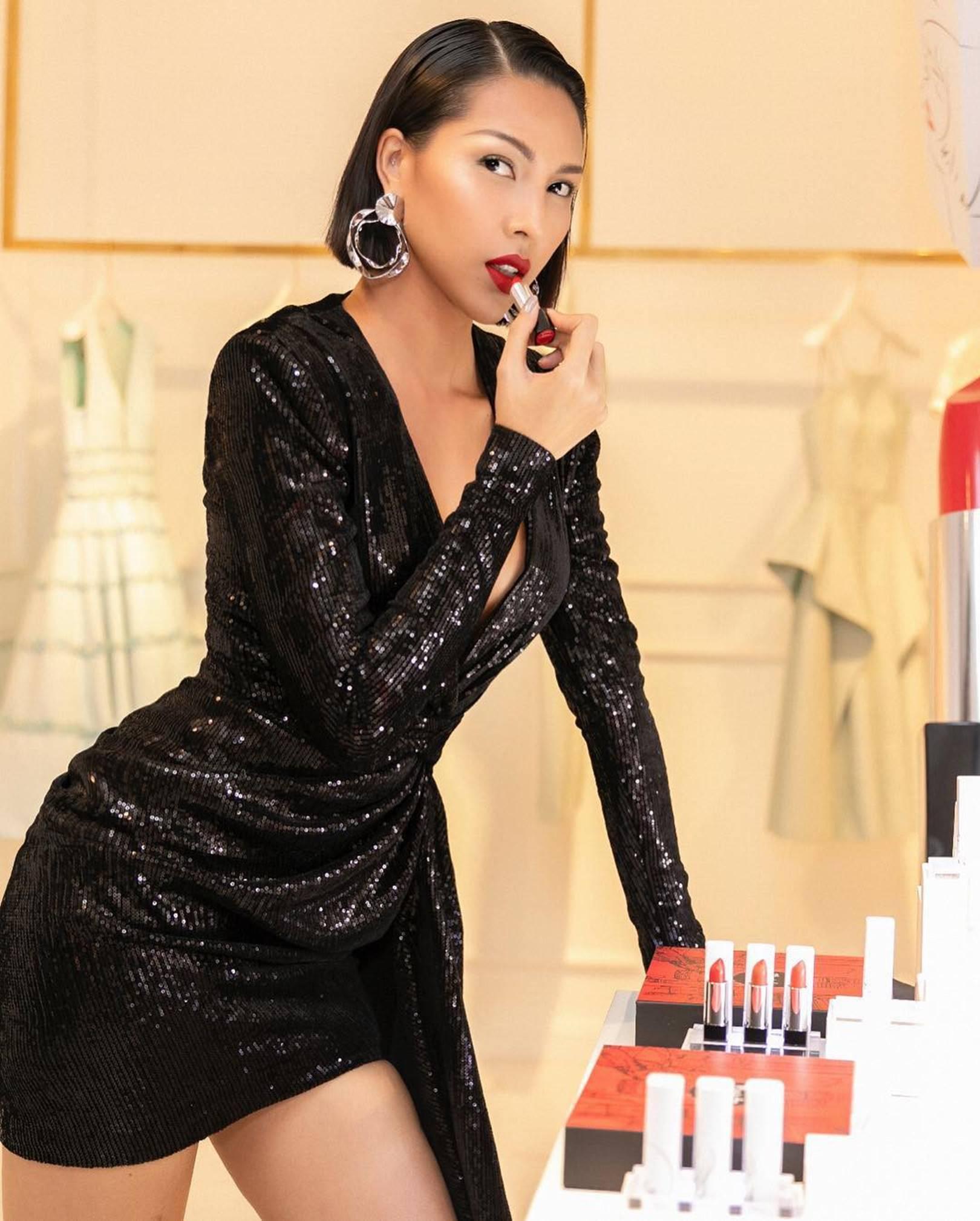 Gu mặc nóng bỏng, nghiện khoe da thịt của bạn thân Hoa hậu Kỳ Duyên-12