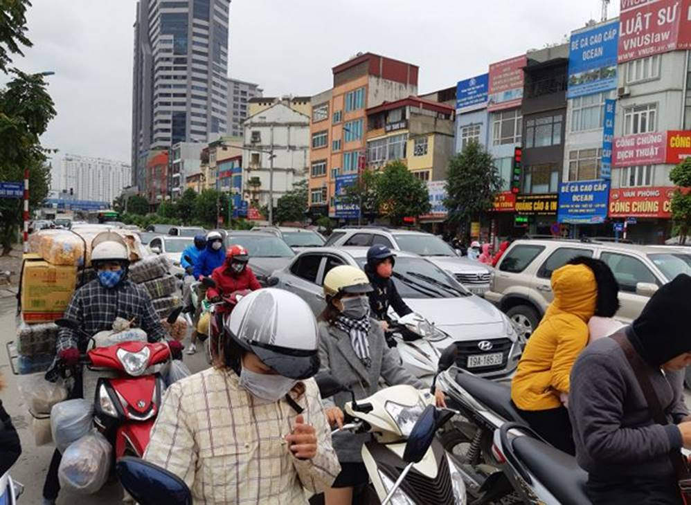 Bến xe, đường phố nghẹt thở vì dân ùn ùn về quê nghỉ Tết dương lịch-7