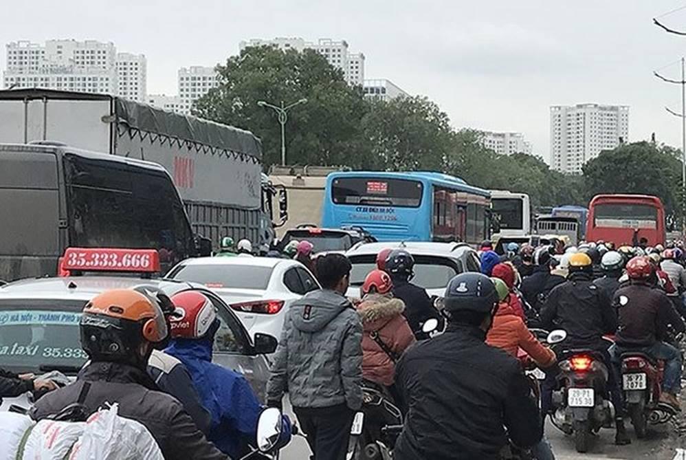 Bến xe, đường phố nghẹt thở vì dân ùn ùn về quê nghỉ Tết dương lịch-8
