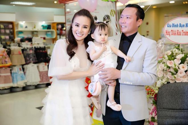 Bị tố giật chồng Việt kiều Mỹ hơn 15 tuổi, cuộc sống làm mẹ của Vy Oanh giờ ra sao?-13