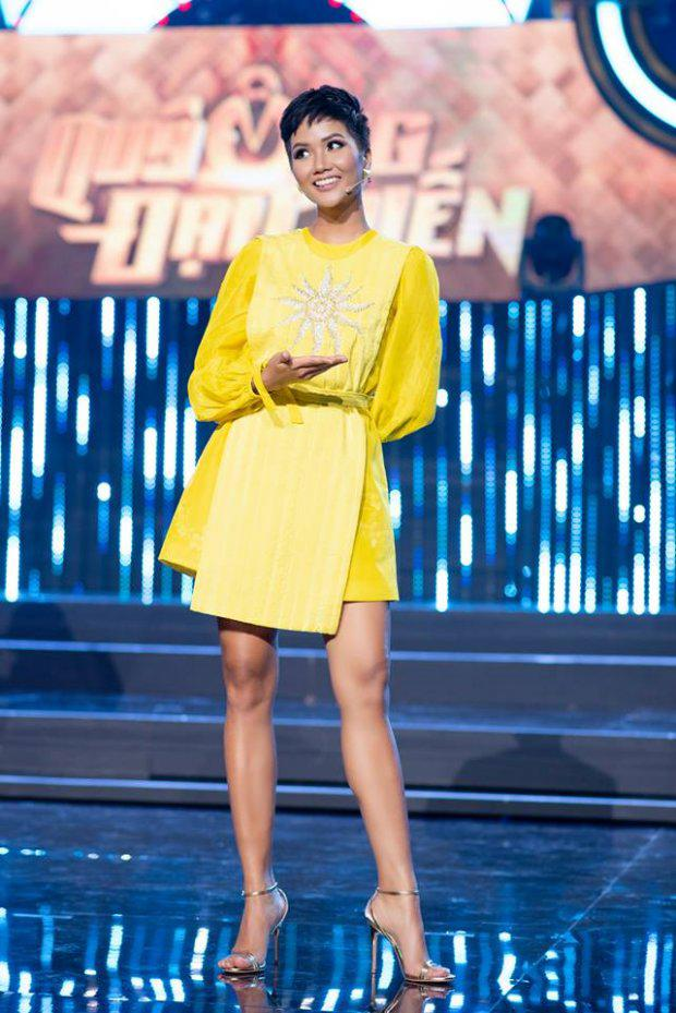 Cuộc chiến váy áo showbiz thêm căng thẳng khi HHen Niê liên tục đụng độ với loạt mỹ nhân-12