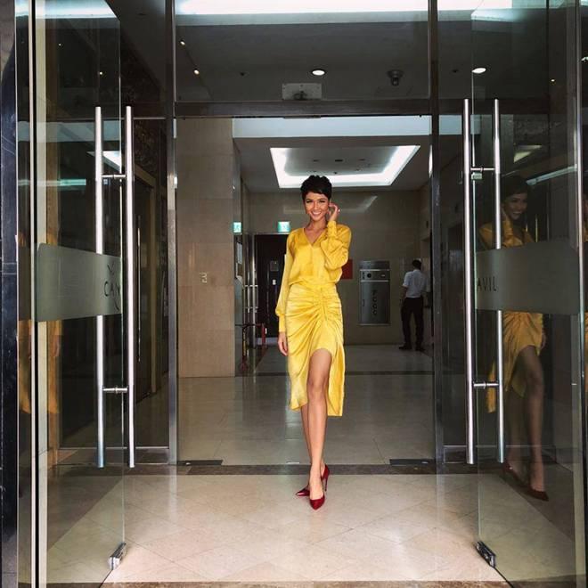 Cuộc chiến váy áo showbiz thêm căng thẳng khi HHen Niê liên tục đụng độ với loạt mỹ nhân-18