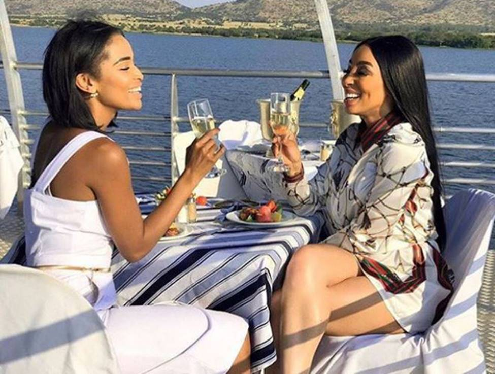Con nhà giàu ở châu lục nghèo nhất thế giới tiêu tiền như thế nào?-22