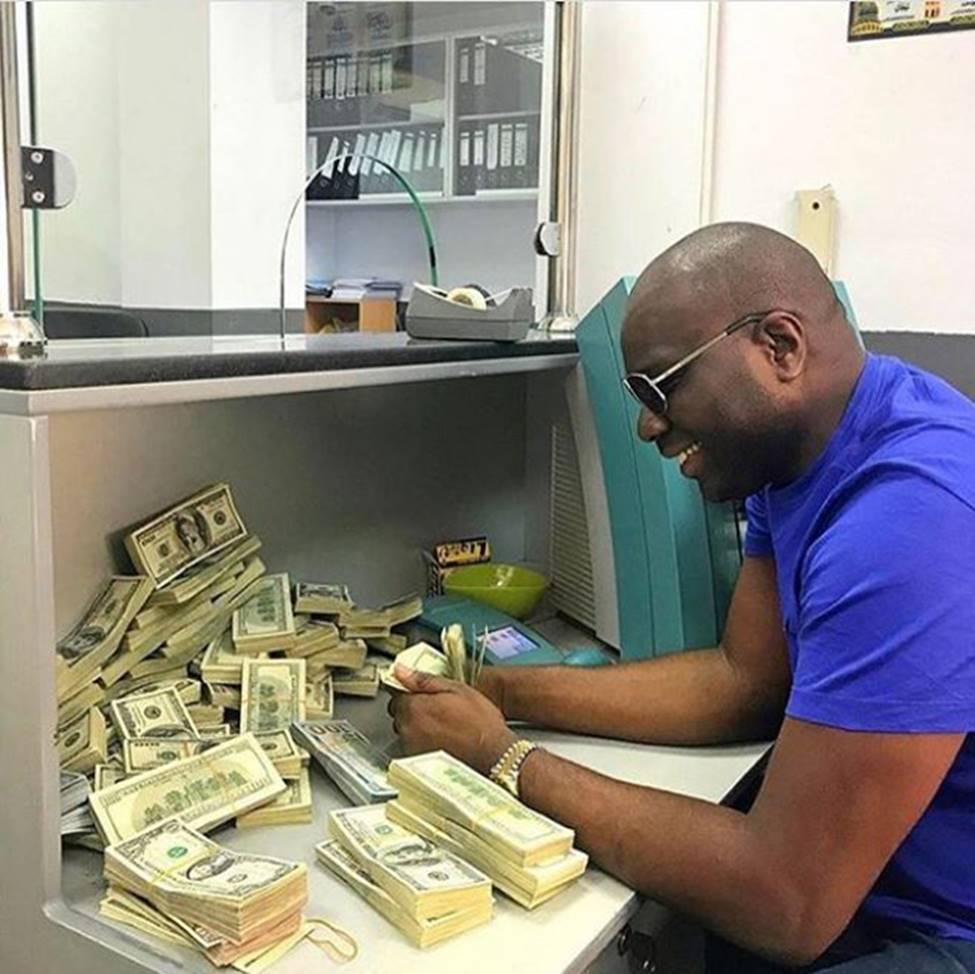 Con nhà giàu ở châu lục nghèo nhất thế giới tiêu tiền như thế nào?-25