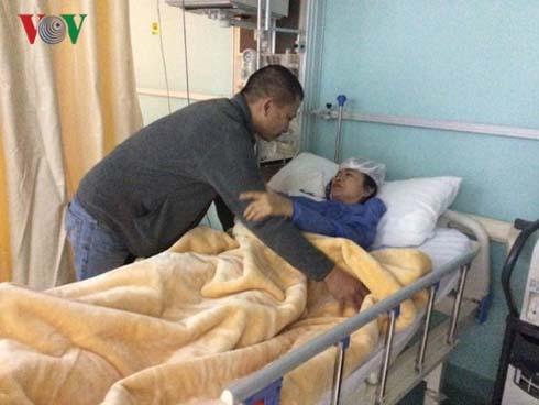 Người thân gặp mặt các nạn nhân vụ xe chở người Việt bị đánh bom-1