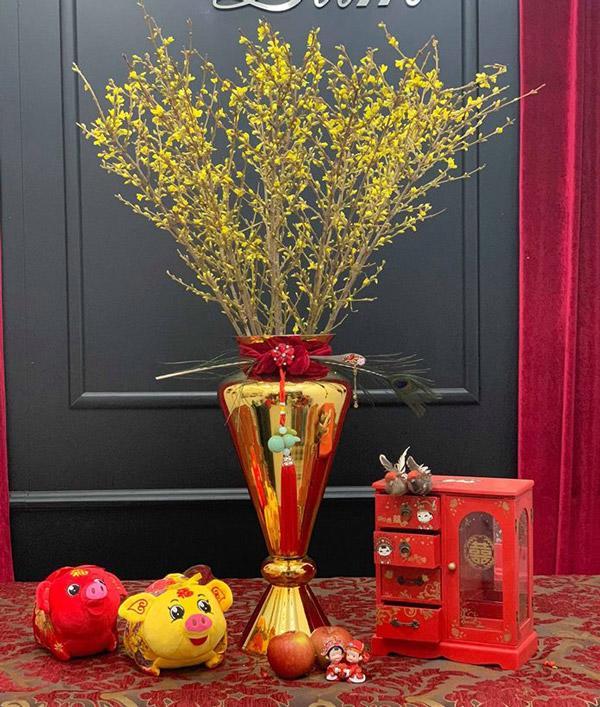 Kỳ lạ hoa đào đỏ au bán gần triệu đồng một cành dịp Tết Dương lịch-2