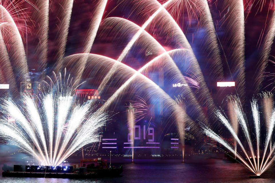 Đại tiệc pháo hoa trên bầu trời châu Á chào đón năm mới 2019-11