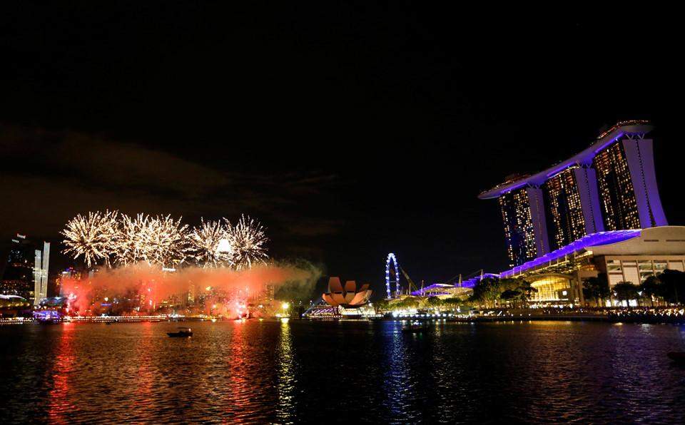 Đại tiệc pháo hoa trên bầu trời châu Á chào đón năm mới 2019-16