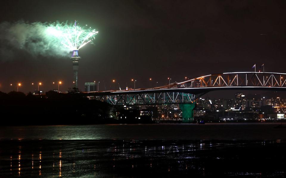 Đại tiệc pháo hoa trên bầu trời châu Á chào đón năm mới 2019-1