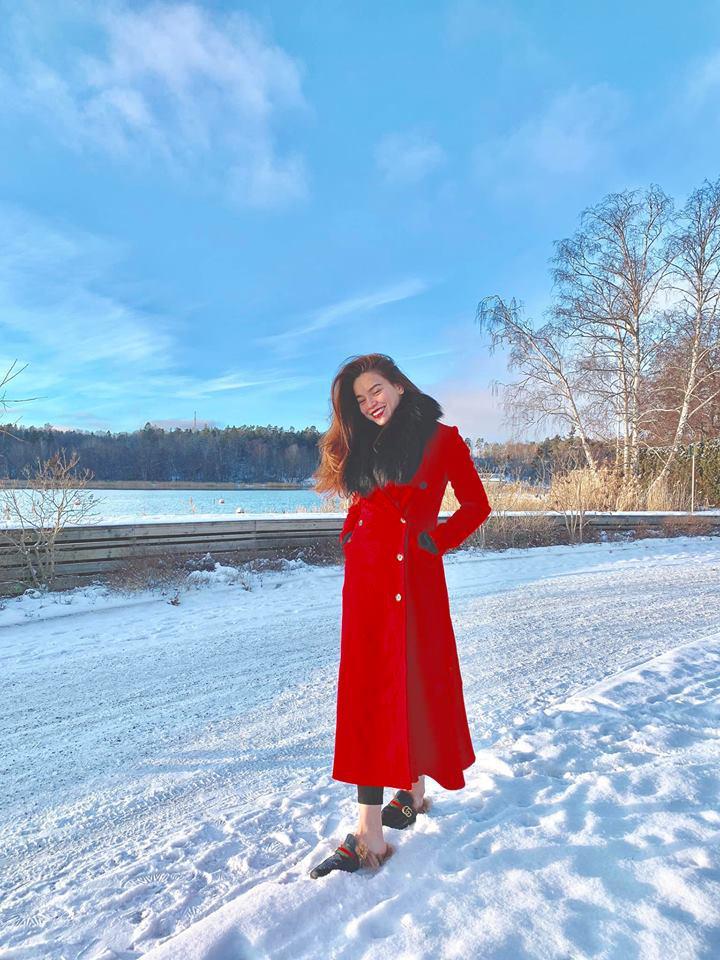 Ngắm BST áo lông xa hoa của Hồ Ngọc Hà, chiếc rẻ nhất có giá 90 triệu đồng-10