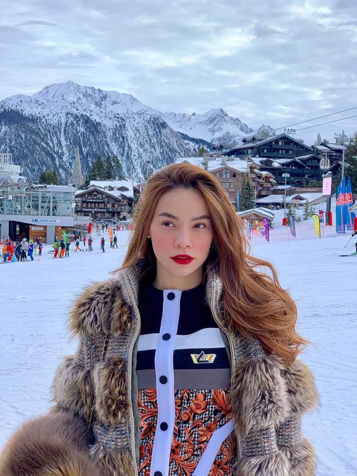 Ngắm BST áo lông xa hoa của Hồ Ngọc Hà, chiếc rẻ nhất có giá 90 triệu đồng-4