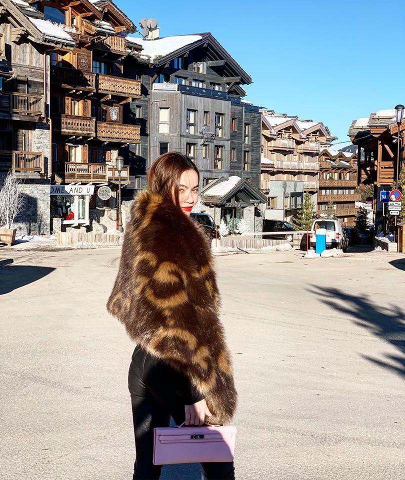 Ngắm BST áo lông xa hoa của Hồ Ngọc Hà, chiếc rẻ nhất có giá 90 triệu đồng-2