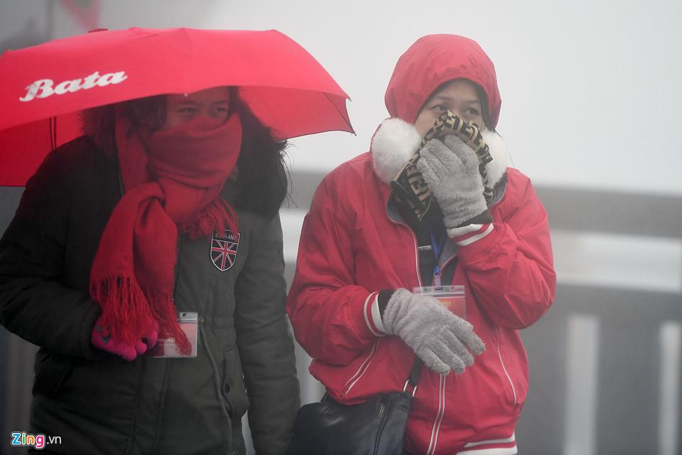 Thanh niên Sài Gòn mặc áo ba lỗ thách thức giá lạnh 0 độ C ở Fansipan-10