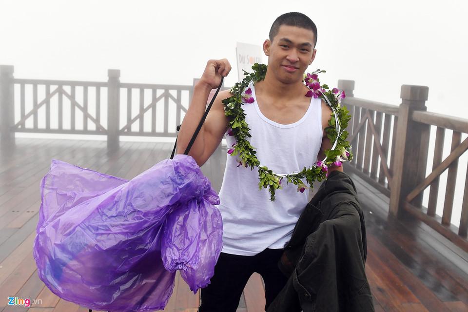 Thanh niên Sài Gòn mặc áo ba lỗ thách thức giá lạnh 0 độ C ở Fansipan-2