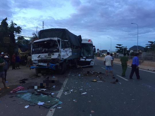 110 người chết, 61 người bị thương vì tai nạn giao thông trong 4 ngày Tết Dương Lịch-1