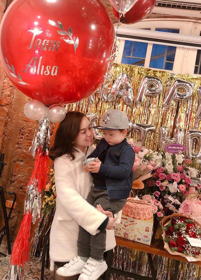 Ly Kute đăng ảnh xinh tươi rạng rỡ trong sinh nhật mình nhưng bé Khoai Tây mới chiếm spotlight chú ý-5