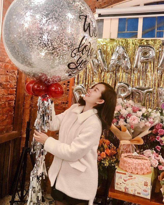 Ly Kute đăng ảnh xinh tươi rạng rỡ trong sinh nhật mình nhưng bé Khoai Tây mới chiếm spotlight chú ý-4