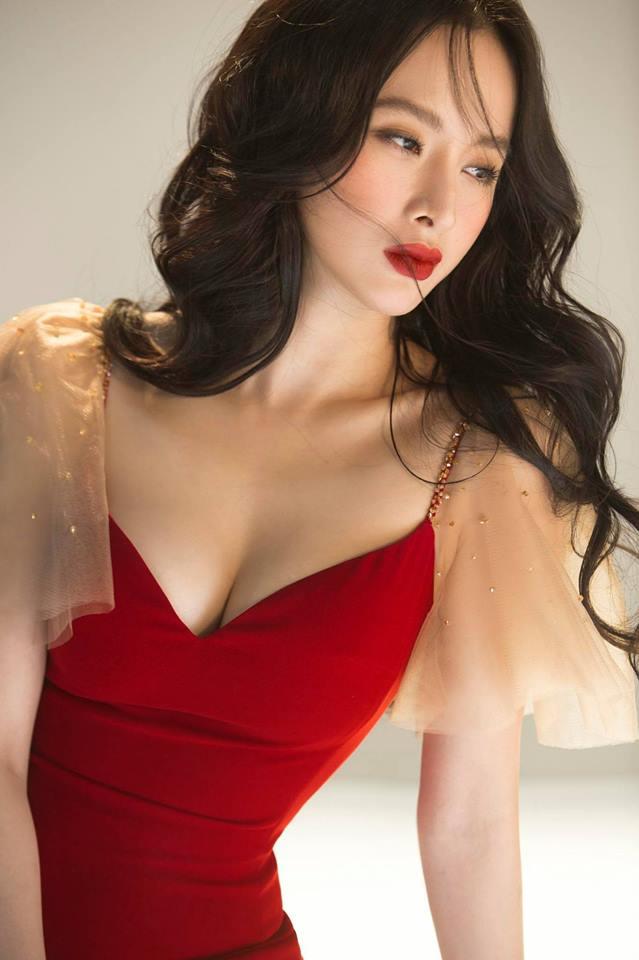Pha đụng váy áo mở hàng đầu năm: Khoe vòng 1 phồn thực, Chi Pu - Angela Phương Trinh đẹp bất phân thắng bại-5