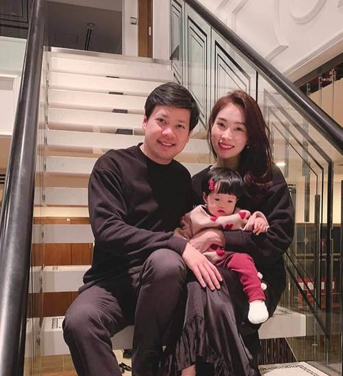 Những bức ảnh đoàn viên ấm áp của gia đình nhà sao Việt đầu năm 2019-2