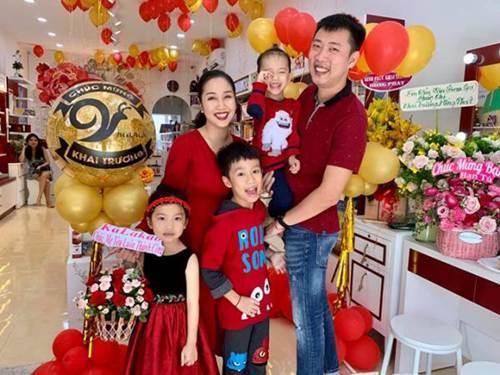 Những bức ảnh đoàn viên ấm áp của gia đình nhà sao Việt đầu năm 2019-5