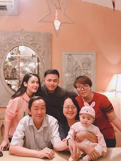 Những bức ảnh đoàn viên ấm áp của gia đình nhà sao Việt đầu năm 2019-6