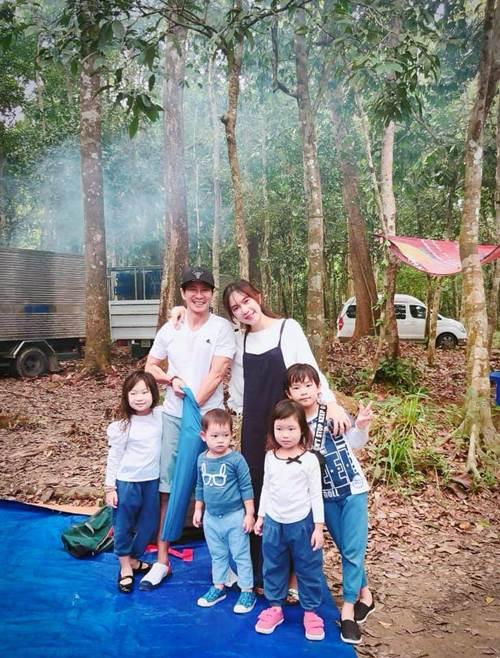 Những bức ảnh đoàn viên ấm áp của gia đình nhà sao Việt đầu năm 2019-9