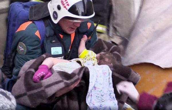 Em bé sống sót sau 35 giờ bị chôn vùi dưới cái lạnh -26 độ tại Nga-1