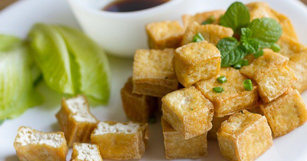 Cách rán đậu phụ vàng giòn bên ngoài chín ngọt bên trong không bị sát chảo và không ngấy mỡ-1
